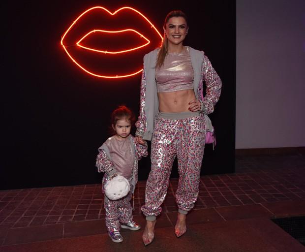 Mirella Santos e a filha, Valentina (Foto: Lu Presia)