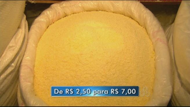 Falta da produção da mandioca é o principal fator que ocasionou o aumento da farinha de mandioca vendida em Roraima (Foto: Roraima TV)