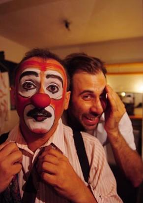 Sarcasmo e humor garantem reflexão e risadas (Foto: Lenise Pinheiro)