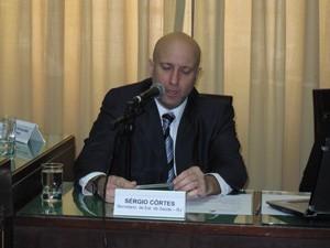 Secretário estadual de Saúde, Sérgio Côrtes, fala na CPI da Região Serrana (Foto: Lilian Quaino/G1)