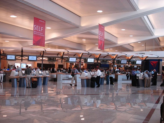 O aeroporto internacional de Atlanta (Hartsfield–Jackson Airport), nos EUA (Foto: Atlantacitizen/Creative Commons)
