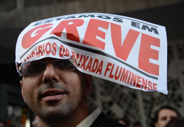 Bancários em greve fazem protesto diante de agência fechada no Rio de Janeiro ; greve dos bancos ; paralisação dos bancos ;  (Foto: Fernando Frazão/Agência Brasil)