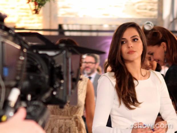 Tainá faz os últimos ajustes para a gravação (Foto: Pedro Curi/ TV Globo)