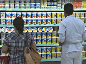 Consumidor pode denunciar abuso em preços das compras  (Foto: Reprodução/TV Acre)