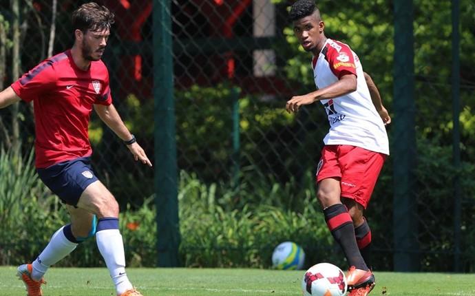 Atacante Ewandro, do São Paulo, em jogo-treino contra Estados Unidos (Foto: Rubens Chiri / saopaulofc.net)