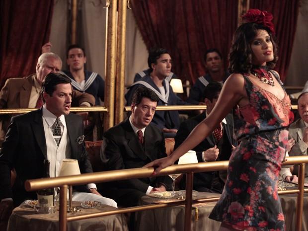 Tonico chama Quitéria, mas ela recusa o chamego (Foto: Gabriela / TV Globo)