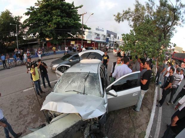 Acidente deixou um policial morto na Avenida Abdias de Carvalho (Foto: Aldo Carneiro/Pernambuco Press)