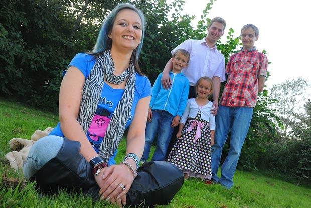 Sarah Thomson teve 13 anos de sua vida apagados após coágulo no cérebro (Foto: Caters)