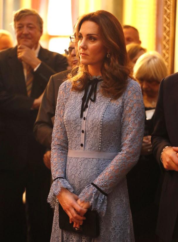 Kate Middleton é flagrada de perfil e mostra barriguinha saliente (Foto: Heathcliff O'Malley/Getty Images)