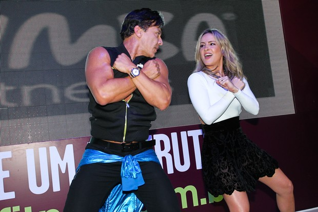 Claudia Leitte dança Zumba Fitness (Foto: Manuela Scarpa/Foto Rio News)