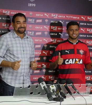 Cleiton Xavier é apresentado no Vitória (Foto: R. Santin / EC Vitória)
