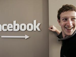Fundador do Facebook, Mark Zuckerberg, na sede da rede social em Palo Alto, na Califórnia (Foto: Paul Sakuma, File/AP)