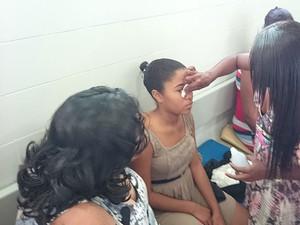Adolescente foi ao oftalmologista nesta sexta-feira (10) (Foto: Roger Sarmento / TV Santa Cruz)