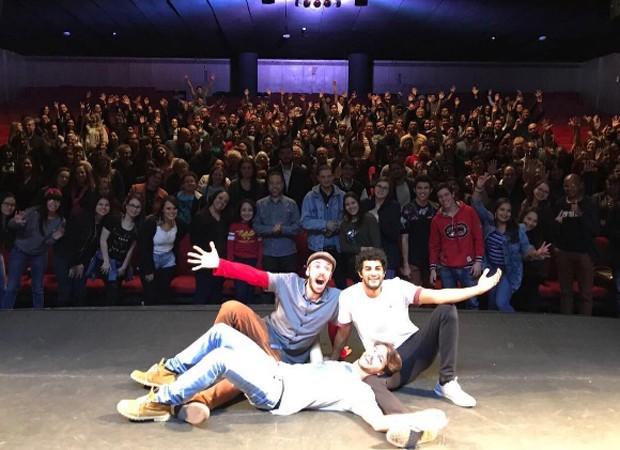 João Côrtes estrela peça ao lado de Bruno Suzano e Brenno Leone (Foto: Reprodução/Instagram)