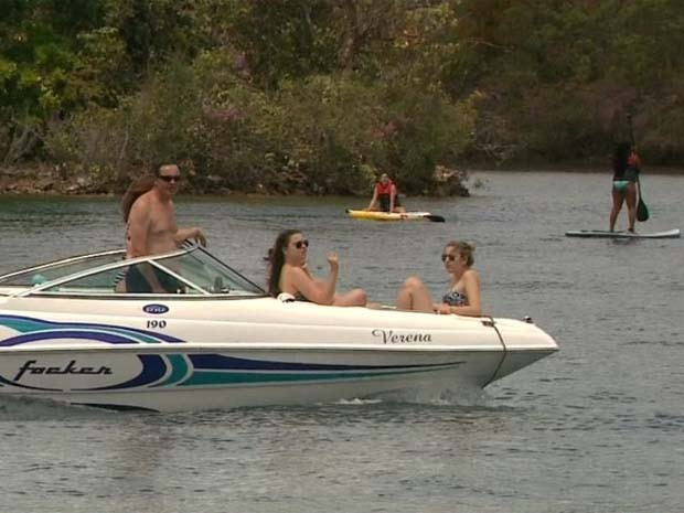 Turistas procuram represa de Rifaina para esportes náuticos (Foto: Márcio Meireles/EPTV)