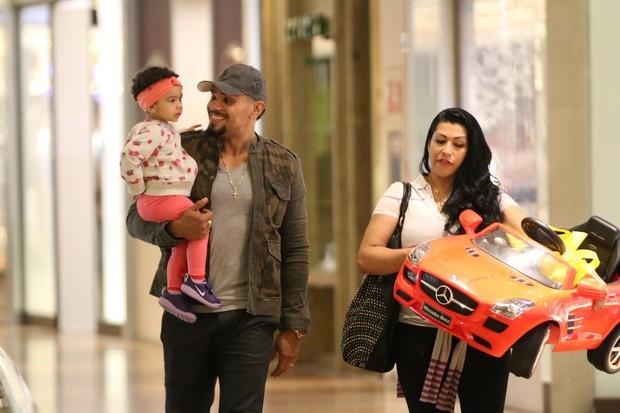 Naldo Benny, Elle Cardoso e a filha (Foto: Fabio Moreno/Agnews)
