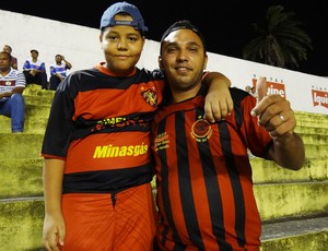 Torcedores do Íbis (Foto: Terni Castro/Globoesporte.com)