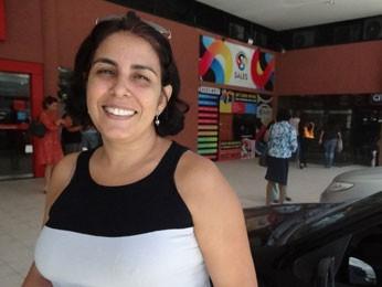 A funcionária pública Fábia Araúja vai pagar dívidas com o 13º (Foto: Vitor Tavares / G1)