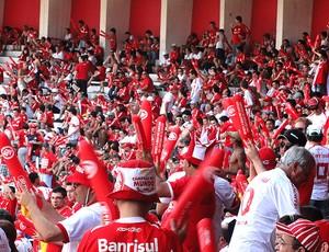 torcida do Internacional no estádio (Foto: Alexandre Alliatti / Globoesporte.com)