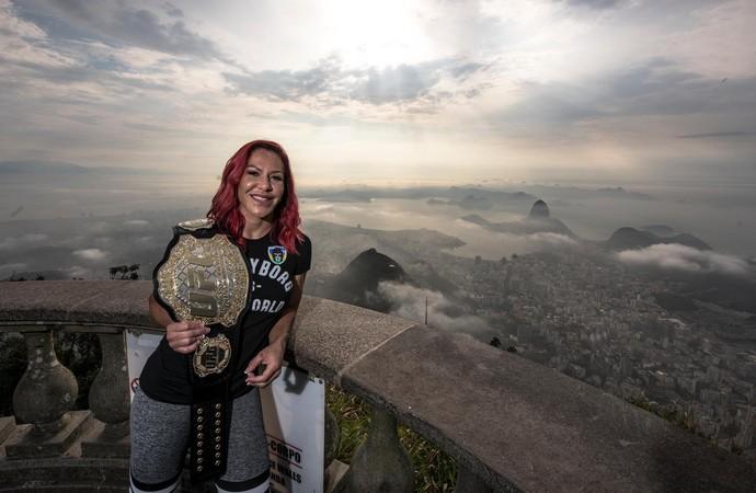 Cris Cyborg visita Cristo Redentor UFC 4 (Foto: Alexandre Loureiro/Divulgação UFC)