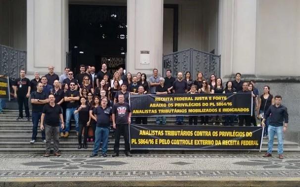 Funcionários estiveram na Alfândega para protestar (Foto: Divulgação)