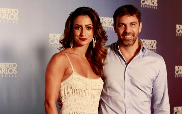 Camila Lucciola e Marcelo Faria (Foto: Isac Luz / EGO)