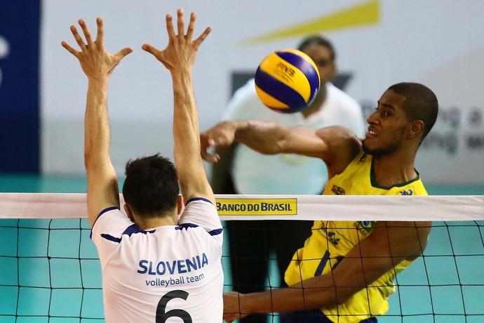 Lucarelli, Brasil x Eslovênia, amistoso, vôlei (Foto: Célio Messias/Inovafoto/CBV)