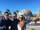 Luan Santana curte férias em Orlando ao lado da irmã, Bruna