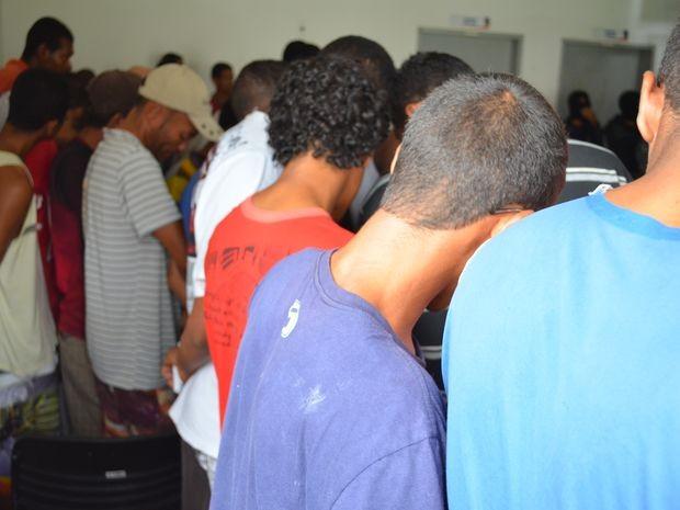 Presos na Operação 75 são suspeitos de tráfico de drogas, roubos e homicídios (Foto: Marina Fontenele/G1)