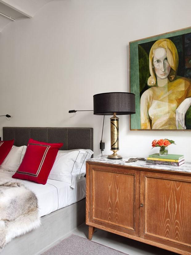 Apartamento substitui paredes por belas grades douradas (Foto: Montse Garriga/montsegarriga.com)