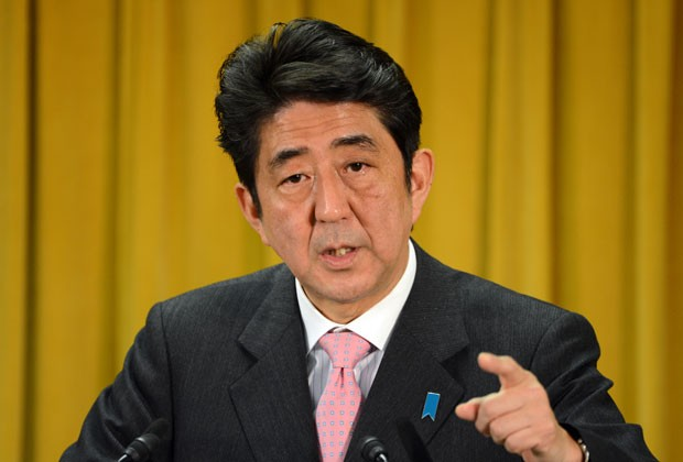 Shinzo Abe durante entrevista nesta segunda (17) (Foto: AFP)