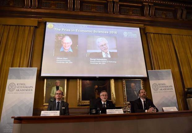 Britânico Oliver Hart e finlandês Bengt Holmström levaram o Nobel (Foto: EFE)