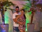 Viviane Araújo usa roupa folgadinha em noite de Natal