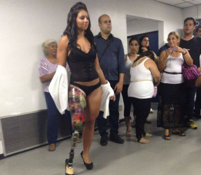 Camille Rodrigues desfile moda inclusiva (Foto: Reprodução Facebook)