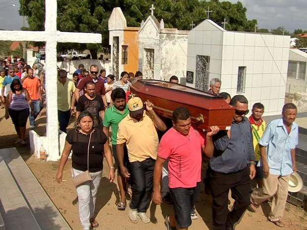 José Carlos foi velado em meio à comoção de amigos e familiares (Foto: TV Verdes Mares/Reprodução)