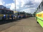 Motoristas de ônibus escolares fazem ato no DF por pagamento de dívida