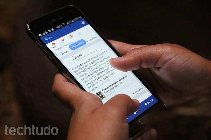 Facebook libera figurinhas em publicações no Android (Foto: Luciana Maline/TechTudo)