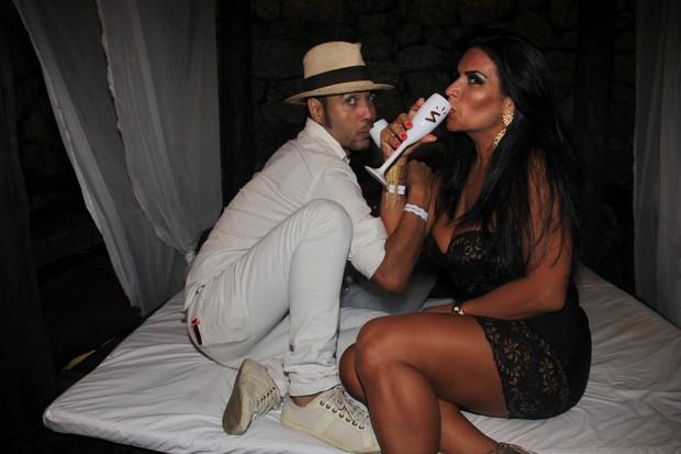 Solange Gomes e o estilista Guilherme Tavares (Foto: Thyago Andrade/Fotorio News)