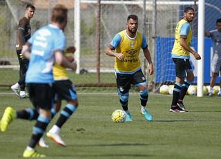 Maicon treino do Grêmio (Foto: Lucas Uebel/Divulgação Grêmio)