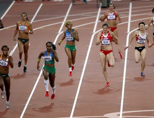 Revezamento feminino 4x100 Rosangela Santos e Evelyn Dos Santos  (Foto: EFE)