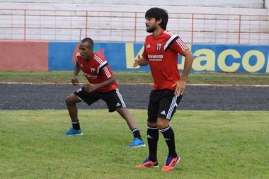 Helton Luiz e Samuel Santos botafogo-sp (Foto: Rogério Moroti/Ag. Botafogo)