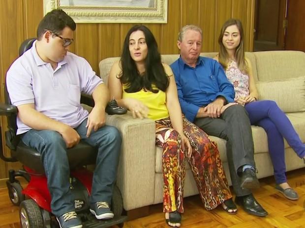 Aos 25 anos, Marco Túlio agora tem mesma profissão do pai e da irmã  (Foto: Reprodução EPTV)