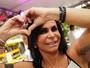 Gretchen anima foliões em bloco de Carnaval em São Paulo