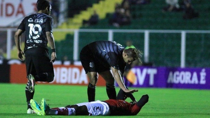 rafael moura figueirense expulsão kanu vitória carlos alberto (Foto: Luiz Henrique / FFC)