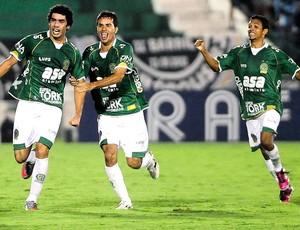 Bruno Mendes comemora gol do Guarani contra o Botafogo (Foto: Marcos Ribolli / Globoesporte.com)