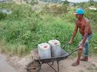 Aposentado na Paraíba apela a água imprópria quando o dinheiro acaba