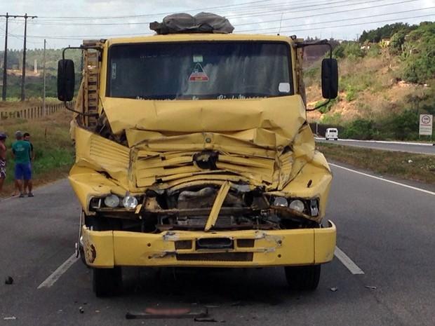Motorista disse que foi cortado pelo outro caminh�o e por isso n�o teria conseguido frear (Foto: Walter Paparazzo/G1)