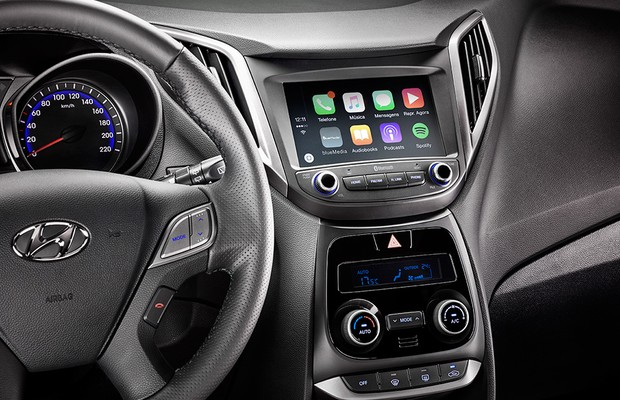 Sistema Apple CarPlay em simulação na tela do Hyundai HB20X 2016 (Foto: Divulgação)
