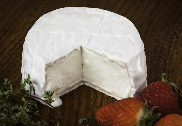O camembert faz parte da seleção de queijos artesanais da fazenda Capril do Bosque, em Joanópolis (Foto: Divulgação)