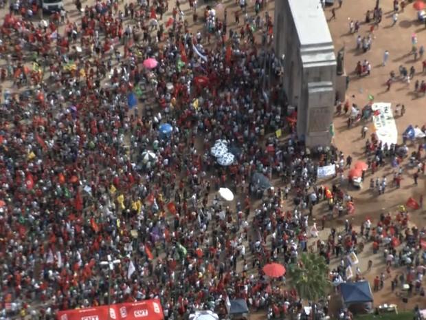 Manifestação pró Dilma e Lula coxinhaço Parque Farroupilha Porto Alegre rs (Foto: Reprodução/RBS TV)